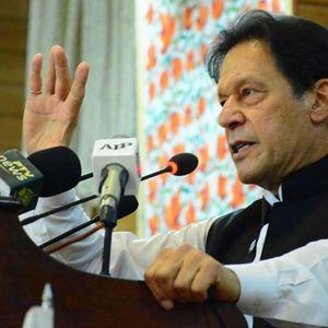 """Пакистанскиот премиер Имран Кан го """"преживеа"""" гласањето доверба во парламентот"""