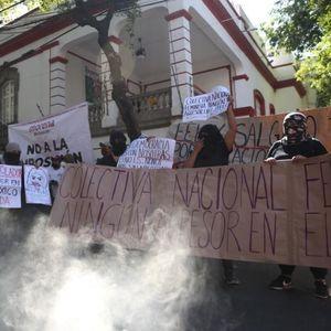 Во Мексико Сити кренати барикади околу претседателската палата во пресрет на протестот на жените