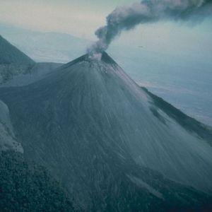 Втора ерупција за три дена на вулканот Пакаја во Гватамела