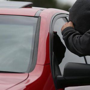 Двајца Косовци од автомобил во Скопје украле штотуку купен телефон