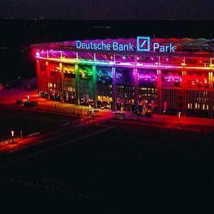 Германските стадиони во боите на виножитото по забраната за Минхен, поддршка и од Јуве, Барса и Милан