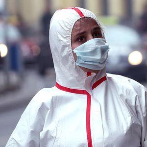 """""""Делта"""" сојот на коронавирус му се заканува на светот, сметаат експертите"""