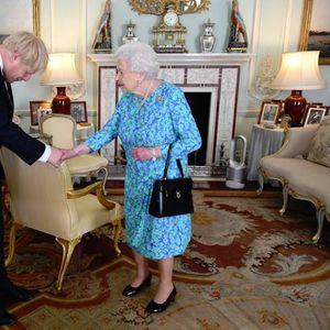 Британскиот премиер и кралицата се сретнаа очи во очи по цела една година