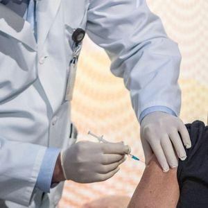 Два дена одмор за вработените во администрација во Чешка кои ќе се вакцинираат