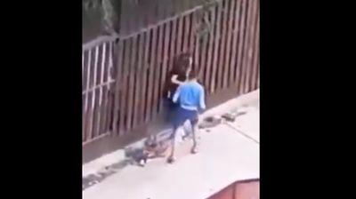 Момче натепа девојка во Куманово