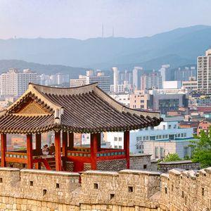 Двете Кореи преговараат за самит и повторно отворање канцеларија за врски