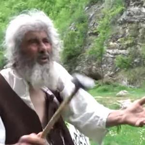 Се вакцинираше пештерскиот човек од Пирот: Тука има минерална вода и доаѓаат луѓе да се лечат, па се плашам да не ме заразат
