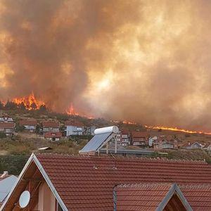 Армијата се вклучи во гаснењето на пожарот во Кочани