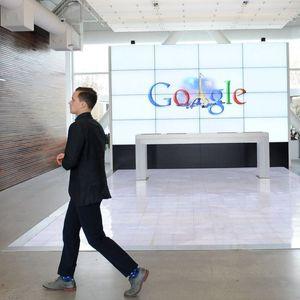 Google и Facebook: Без вакцина, нема влегување во канцеларија