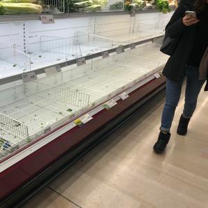 Коронавирусот повторно избувна во Вухан, луѓето ги испразнија продавниците