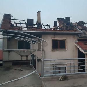 Куќи и возила оштетени од огнената стихија во Кочани