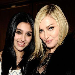 Ќерката на Мадона секси во долната облека на Ријана