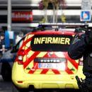 Возило удри во тераса пред ресторан во близина на Париз, има повредени