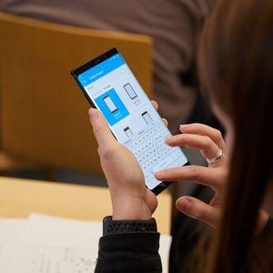 Литванија ги советува граѓаните да не купуваат кинески мобилни телефони