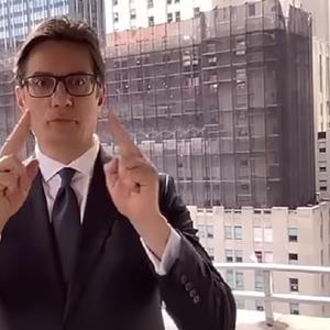 Пендаровски упати честитка на знаковен јазик