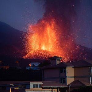 Вулканот на Канарските острови петти ден исфла лава, отровна пепел ја прекри околината