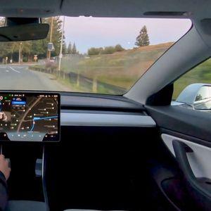 Проблеми со автономното возење: Ажурираниот софтвер на Tesla повлечен по само еден час!