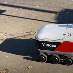 Роботи на тркала почнаа да доставуваат пошта во Москва