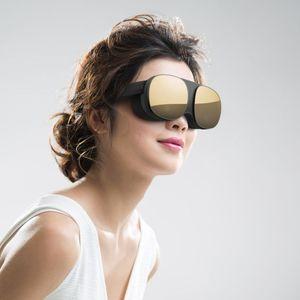 HTC Vive Flow е компактен VR уред кој може да се спари со телефон