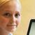 ОДЛИЧНА ЗАРАБОТУВАЧКА: Тинејџерка заработува стотици илјади фунти како кума!