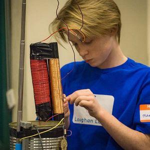 МАЛ ГЕНИЈАЛЕЦ: 13 годишен генијалец по физика објаснува за пocтоењето за Бога!