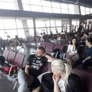 ПО ОСУМ ЧАСА ЧЕКАЊЕ: Измалтpeтирани и изpeволтирани македонските туристи конечно полетаа кон Хургада!