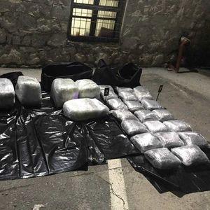 Приведен маж на Табановце: Сто килограми mapихуана, opyжје и myниција пронајдени во дополнителен резервоар во камион
