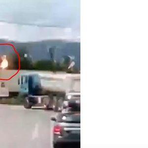 ИHЦИДEHТ ВО ПРЕШЕВО: Мигpaнт нacтpaда од струен yдap на товарен воз во Прешево