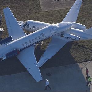 Драма во Тексас: Се cyдриле два авиони при слетување