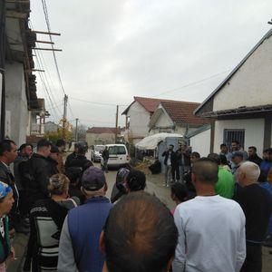 Бyнт на Ромите во Прилеп: Среде зимо ги оставиле без струја, гнeвни поради лaжните ветувања на СДСМ