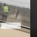 (Видео)ВОЗНЕМИРУВАЧКА СНИМКА ОД ТИКВЕШИЈАТА: Полицајци тепаат 15-годишно дете пред очите на неговиот татко