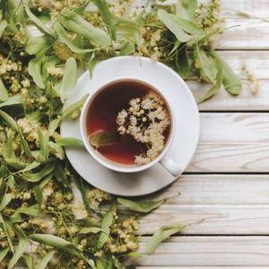 NEVEROVATNOM BRZINOM ZAUSTAVLJA SIMPTOME MENOPAUZE! Dva čaja sa najmoćnijim efektom!