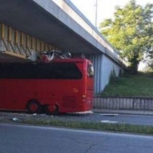 MAKEDONAC SE ZAKUCAO U BUGARSKI NADVOŽNJAK: Autobus iz Severne Makedonije nije po bugarskim standardima?!