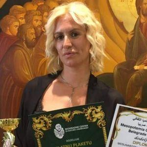 SPISATELJICA BOŽICA VELOUSIS nagrađena specijalnim plaketama za očuvanje i unapređenje svetske književnosti!