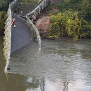 STRAVIČAN PRIZOR! Urušio se most u Francuskoj, JEDNA OSOBA POGINULA!