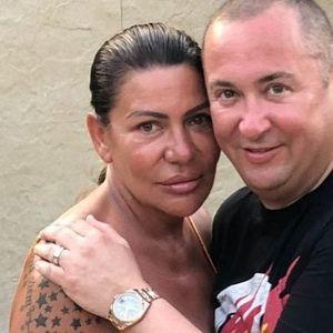 ĐANIJEVA SLAĐA SE SKINULA, PA POKAZALA ATRIBUTE! Pevačeva supruga GRMI, tetovaža i BUJNO POPRSJE u prvom planu!