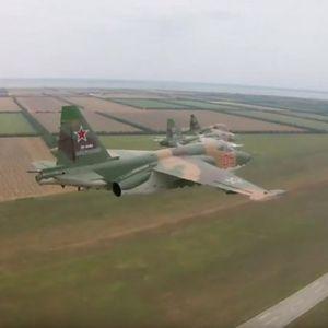 RUSKI JURIŠNICI TRENIRAJU ZA DAN POBEDE! Pogledajte vežbu pilota SU-25!