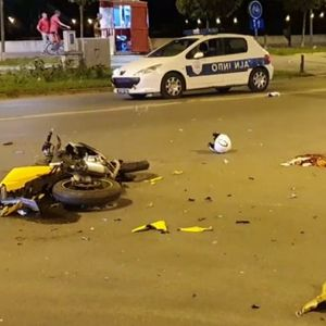 USRED NOĆI ZAČUO SE STRAHOVIT PRASAK! Motocikl se razleteo na komade, mladi vozač jedva ostao živ