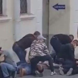 HAPŠENJE RUSKIH NOVINARA U MINSKU! U civilu, sa maskama, naredili im da legnu i - ODNELI IH!