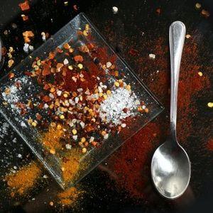 JEDNA kašičica je DOVOLJNA! Uvrstite ovaj ZAČIN u ishranu i gledajte kako se KILOGRAMI TOPE, a zdravlje POPRAVLJA!