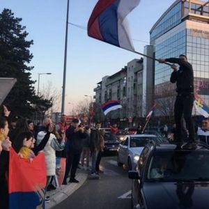 NIKŠIĆ NA NOGAMA, NAROD IZIŠAO NA ULICE - SPEKTAKULARNA PARADA POBEDE SLOBODE poruka je Đukanoviću i DPS da su bivši!