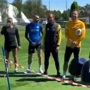 BOKS MEČ NA TRENINGU INTERA! U ringu LAUTARO i KONTE, Lukaku SUDIJA! /VIDEO/