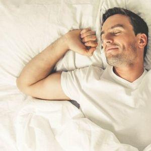 Spavanje u ODVOJENIM KREVETIMA sve POPULARNIJE među parovima! Ovo su PREDNOSTI!