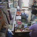 Kamere ga snimile kako pljačka prodavnicu! Uhapšen brat Milene Popović zbog pokušaja razbojništva u Severnoj Mitrovici! /video/