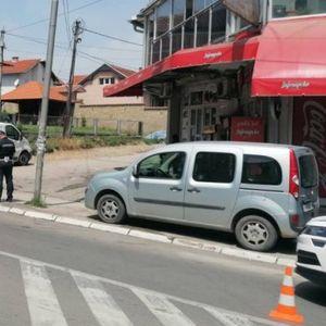 MOTOROM NALETEO NA AUTOMOBIL! U saobraćajnoj nesreći na izlazu iz Prokuplja povređen motociklista
