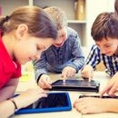 Норвешки град им забранува користење телефони и компјутери на учениците