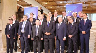 Мицкоски на средби со Курц , Туск и Хан на самитот во Софија
