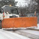 Во Куманово се расчистуваат остатоците од кашест снег по улиците