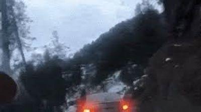 Поради мала грешка на совозачот,автомобил пропадна во бездна  (Вознемирувачко видео)