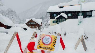 Ново предупредување во Австрија поради појава на лавини
